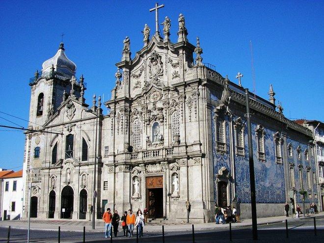 2-igreja-dos-carmelitas-porto-portugal-travel-guide